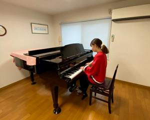 青い扉:グランドピアノ